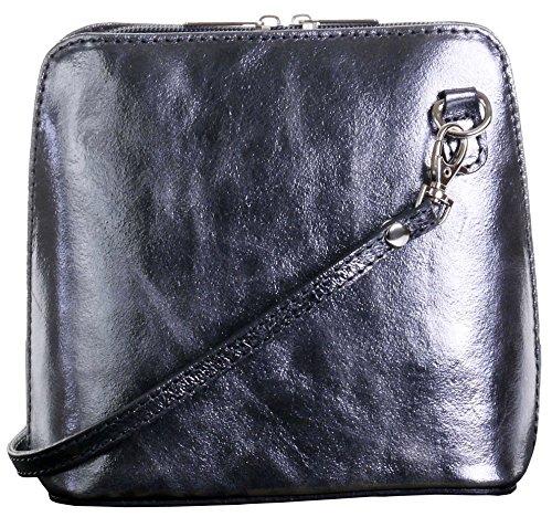 In pelle italiana, Small/Micro croce corpo borsa o borsetta borsa a tracolla.Include una custodia protettiva di marca. Peltro