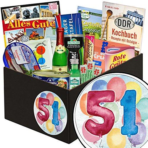 51 Geburtstag | Spezialitäten DDR Box | in aquarell Zahl 51 | zum Geburtstag | schwarze Geschenkbox | mit Viba Nougat Stange, Pfeffi Likör, Rotkäppchen Piccolo und mehr