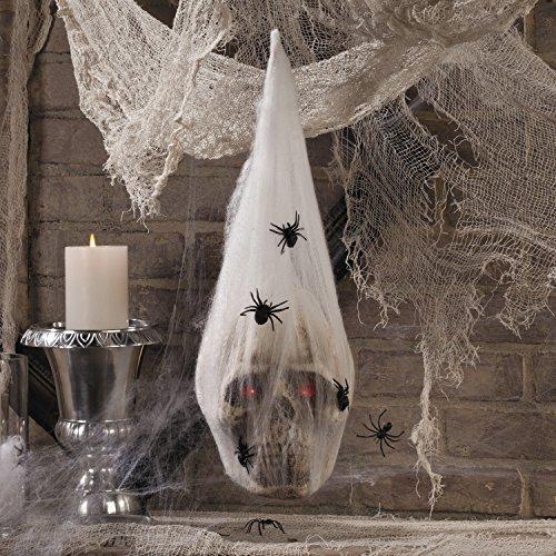 Halloween Totenkopf mit roten LED Augen im Spinnennetz mit Spinnen Horrorparty