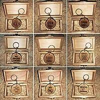 LLAVEROS PERSONALIZADOS en rodaja de MADERA RECUPERADA de OLIVO grabados con láser 4 cm aprox. con CAJA DE MADERA