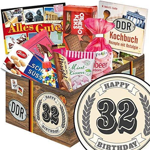 32 Geburtstag | Süße Geschenk Box in klassisch | Zahl 32 | zum Geburtstag | Süßes Geschenkset | mit Puffreis Schokolade, Viba, Zetti und mehr