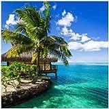 Wallario Glasbild Karibisches Meer – Einsame Hütte unter Palmen - 50 x 50 cm in Premium-Qualität: Brillante Farben, freischwebende Optik