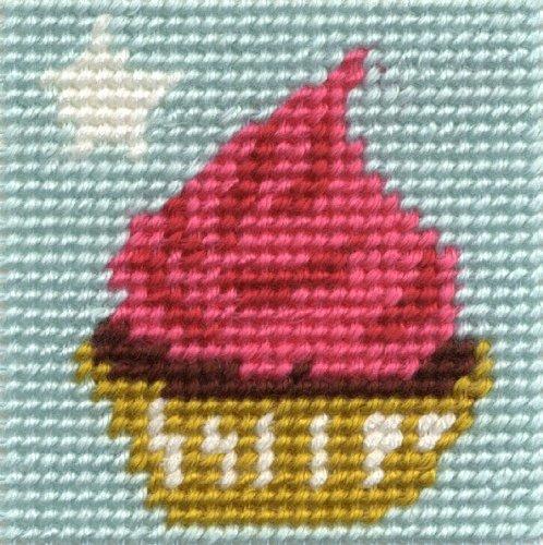 DMC - Kit per ricamo a mezzo punto, 15 x 15 cm, motivo: cupcake con stella