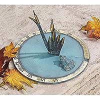 Diseño Toscano rana en el estanque W/Cattail reloj de sol