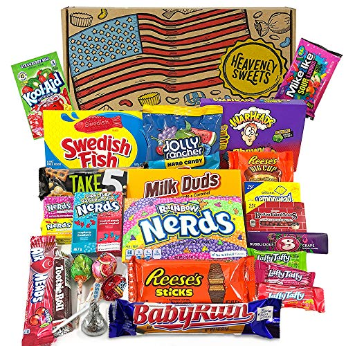 Großer American Candy Geschenkkorb | Retro Süßigkeiten und Schokolade Geschenkkorb | Auswahl beinhaltet Reeses, Nerds, Hershey, Kool-Aid | 26 Produkte in einer tollen retro Geschenkebox -