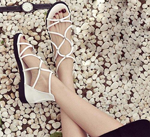 Sommer Sandalen Wort Schnalle flach mit flachen Sandalen zurück Reißverschlusstasche mit weiblichen Sandalen hohl White