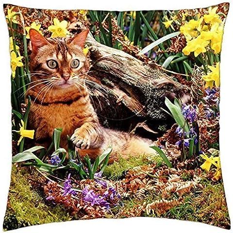Un gato de bengala entre los Narcisos–Manta Funda de almohada (18