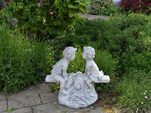 gartendekoparadies.de Massive Steinfigur Junge und Mädchen auf der Wippe aus Steinguss frostfest