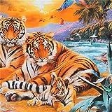 Bunter Stoff mit Tigern und Papageien von Robert Kaufman