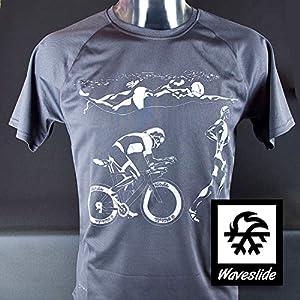 Funktions-Sport-T-Shirt Triathlon Ironman Rennrad Illustration von Waveslide