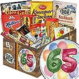Geschenk Idee zum 65. Geburtstag | Süßigkeiten als Geschenk | Ostbox mit Brausepulver, Schokoladentäfelchen DDR Geld, Kalter Hund Blister uvm. | Süße DDR Geschenkbox mit aquarellem Aufkleber