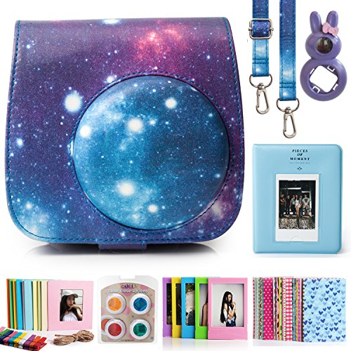 CAIUL 7 in 1 Fujifilm Instax Mini 8 Kamera Zubehör Bundles (Galaxis Sternen Himmel Instax Mini 8 Gehäuse / Mini Album / Close-Up Selfie Objektiv / 4 Farben Close-Up Filter Linse/Wand Hängen Bilder/Film Frames/Film Aufkleber)