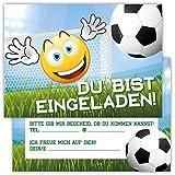 12 Lustige Einladungskarten im Set für Kindergeburtstag Emoji Smiley Fussball Party für Jungen Mädchen Kinder Partyspiele Karten Tor Kicken Stadion witzig