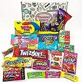 Geschenkkorb mit Amerikanische Vegetarische Süßigkeiten | Retro Schokoriegel und Süßwaren | Auswahl beinhaltet Skittles Nerds Warheads | 19 Produkte in einem Retro Süßigkeitenkorb