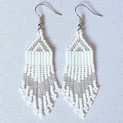 Boucles d'oreilles petit chandelier en perles Sud Africain Zoulou - Blanc et argenté