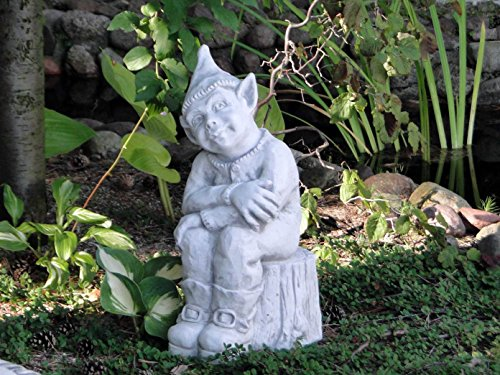 gartendekoparadies.de Massive Steinfigur Wichtel Bennie Troll Gnom Kobold aus Steinguss frostfest