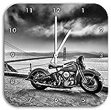 Monocrome, Harley Bike an Golden Gate Bridge in schwarz weiß, Wanduhr Durchmesser 28cm mit weißen spitzen Zeigern und Ziffernblatt, Dekoartikel, Designuhr, Aluverbund sehr schön für Wohnzimmer, Kinderzimmer, Arbeitszimmer