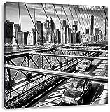 Monocrome, Gelbes Taxi in New York auf Brücke, Format: 40x40 auf Leinwand, XXL riesige Bilder fertig gerahmt mit Keilrahmen, Kunstdruck auf Wandbild mit Rahmen, günstiger als Gemälde oder Ölbild, kein Poster oder Plakat