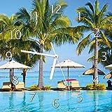 Wallario Glas-Uhr Echtglas Wanduhr Motivuhr • in Premium-Qualität • Größe: 30x30cm • Motiv: Sonnenschirme am Südsee-Palemenstrand mit Blauem Meer-Wasser