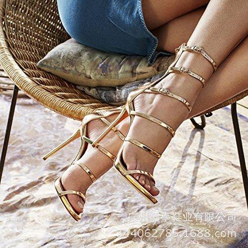 Sandali dell'alto tallone d'oro Golden