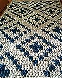 Alfombra de algodón con dibujo geométrico. Forma rectangular, puede ser personalizada en tamaño y color