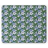 Tappetino per mouse floreale, foglie di fiori di prato colorati di blu e bianco di cemento nel giardino di primavera, Fern Green e