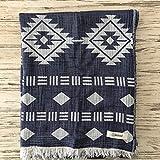 Bersuse 100% Baumwolle - Belize XL Überwurf Decke Türkisches Handtuch - Mehrzweck Bett- oder Sofa-Überwurf, Tagesdecke, Tischdecke oder als Picknickdecke - Badestrand Fouta Peshtemal - Azteken Design auf Handwebstuhl Pestemal - 200 X 240 cm, Dunkelblau