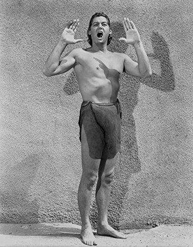 The Poster Corp Johnny Weissmuller Portrait in Tarzan Outfit Photo Print (60,96 x 76,20 cm)