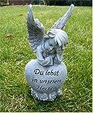 Trauerengel Grabschmuck Engel auf Herz *Du lebst in unserem Herzen* grau-antik