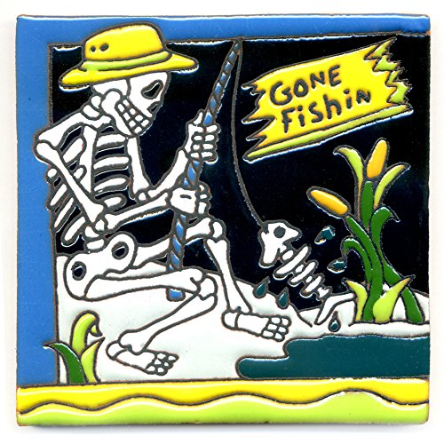 Dekofliese 005 Skelett - Gone Fishin - Angler mit Fisch - 15x15 cm, handgemacht aus Mexiko z.B. als Untersetzer für Surfer, Gothic, Gag, Halloween, Dia de los muertos.