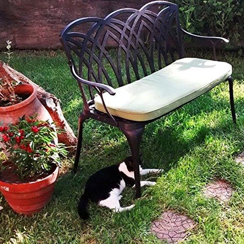 Lazy Susan – SANDRA Quadratischer Kaffeetisch mit 1 APRIL Gartenbank und 2 APRIL Stühlen – Gartenmöbel Set aus Metall, Antik Bronze (Grüne Kissen) - 4