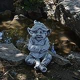 gartendekoparadies.de Massive Steinfigur Lustiger Gnom Mir ist es kalt Troll Wichtel aus Steinguss, frostfest