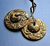 Tibetisch-buddhistischen Tingsha Glocken Golden Becken–mit sehr klaren Klang–auf Leder Schnur mit Drachen geprägt 6cm.