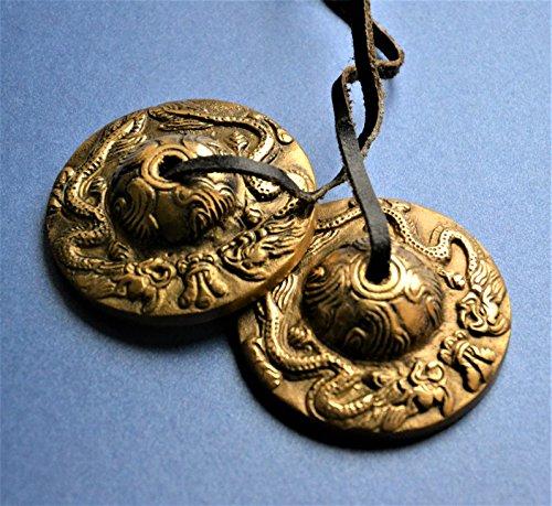Tibetisch-buddhistischen Tingsha Glocken Golden Becken-mit sehr klaren Klang-auf Leder Schnur mit Drachen geprägt 6cm.