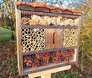 Btv fdv os h tel insectes au toit naturel en corce de bois avec une maison coccinelle et - Hotel a insectes nature et decouverte ...