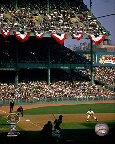 Clete Boyer #6 of the New York Yankees covers third base from a distance as catcher Elston Howard mans home base as the batter of the opposing Los Angeles Dodgers waits for the pitch Yankee Stadium October 2 1963. Photo Print (40,64 x 50,80 cm)