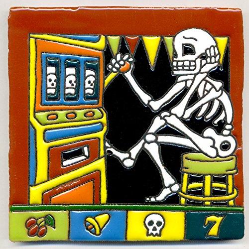 Dekofliese 007 Skelett - Glücksspiel Einarmiger Bandit - Spieler, Gamer im Spielkasino - 15x15 cm, handgemacht aus Mexiko z.B. als Untersetzer für Surfer, Gothic, Gag, Halloween, Dia de los muertos.