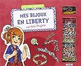 Découvrez l'univers typique et stylé de l'Angleterre avec Kate et tous ses bijoux en Liberty ! Contenu : - 1 livre de 32 pages - 5 cordons en Liberty - 5 biais en Liberty - Des pinces ruban - Des fermoirs - 1 support de bague à griffe - Des charms - ...