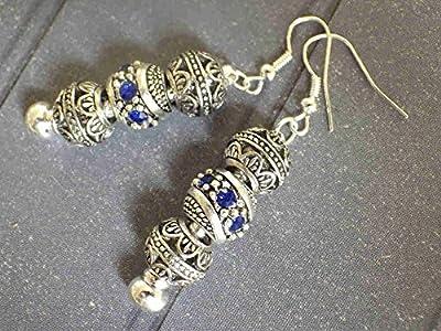 Boucles d'oreilles Charms Thurcolas modèle Manhattan avec perles de métal et cristaux bleus.