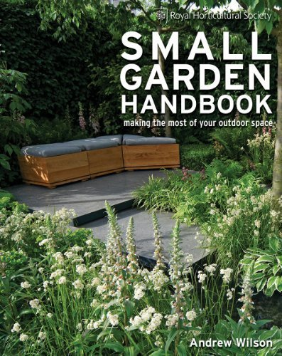 Portada del libro Royal Horticultural Society Small Garden Handbook: Making the Most of Your Outdoor Space by Andrew Wilson (2013-02-07)