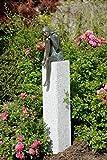 Emanuelle aus Bronze auf Granitstele Bronzefigur Skulptur echte Handarbeit Gartenskulptur Gartenfigur Garten-Statue