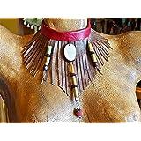 Frange collana di cuoio, semi e perline di legno.