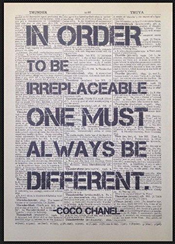 """Wandbild mit Coco Chanel Zitat """"Quirky"""", Vintage-Druck Seite aus einem Wörterbuch, Kunstbild"""