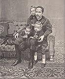 Chulalongkorn Phra Chula Chom Klao, König von Siam - und 3 seiner Kinder. Der König mit seinen Kindern auf einer Couch sitzend. [Grafik]
