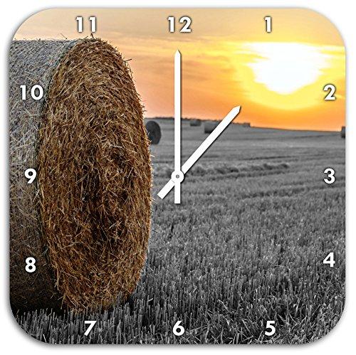 (Strohballen auf Feld Bei Sonnenuntergang Schwarz/weiß, Wanduhr Quadratisch Durchmesser 48cm mit weißen Spitzen Zeigern und Ziffernblatt.)
