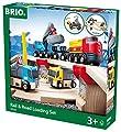 Brio 33210 - Circuito de carreterar para coches y locomotaras de juguete [Importado de Alemania] de BRIO