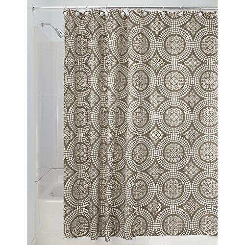 InterDesign Medallion Textil Duschvorhang | 183 cm x 183 cm Duschabtrennung für Badewanne und Duschwanne | Vorhang aus Stoff mit verstärkter Oberkante | Polyester braun (Druck-waschmaschine-trockner)