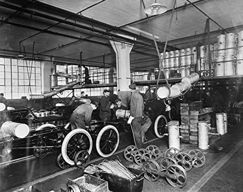 Ford Assembly Line C1913. /Nworkers Installing Gas Tanks at The Assembly Line at The Ford Automobile Plant In Highland Park Michigan C1913. Kunstdruck (60,96 x 91,44 cm)