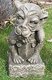 Gargoyle - Gartenfigur Hund mit Schild, antikgrau, Steineffekt