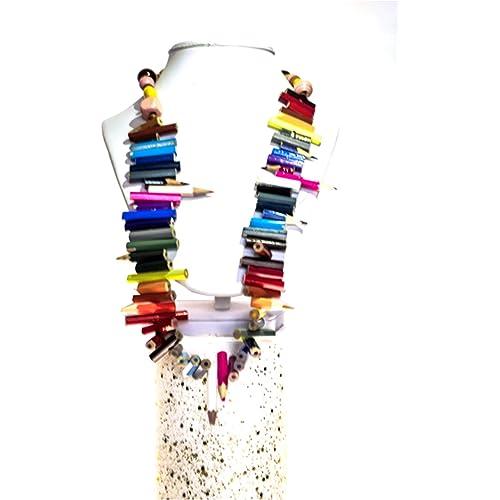 Collana di matite colorate